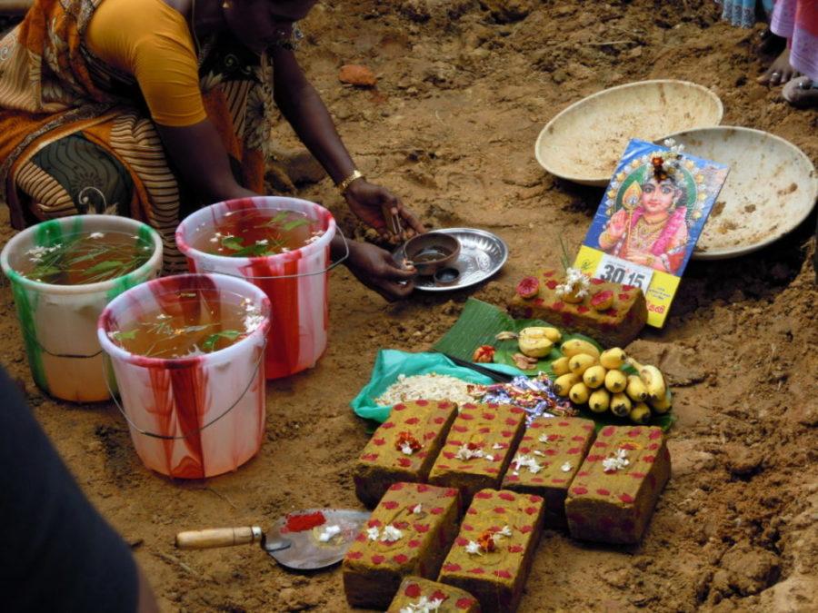 Eine Pooja zum Baubeginn